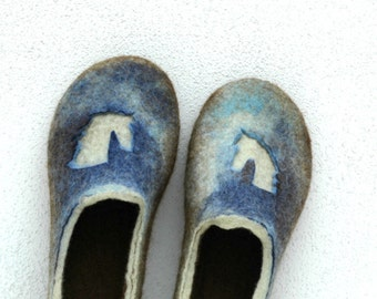 Felted slippers Unisex slippers Horse decor Brown blue green Valenki Wool slippers Woolen clogs Felted clogs Natural felt Felt slipers
