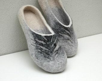 Felted slippers Women slippers Unisex slippers Wool slippers Woolen clogs Organic slippers Grey slippers Grey white black Traditional felt