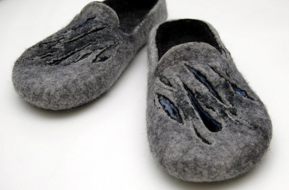 Felted Slippers Men slippers Woolen clogs Valenki Mens home shoes Natural wool Traditional felt House shoes Felted clogs Handmade slippers