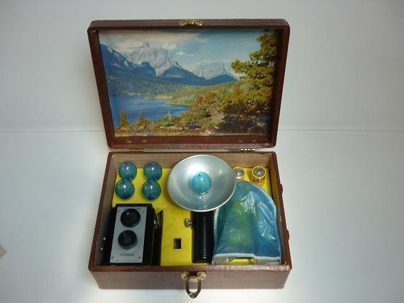 Sunbeam 620 with Case, Flash, Instructions, Flashbulbs and Vintage Batteries