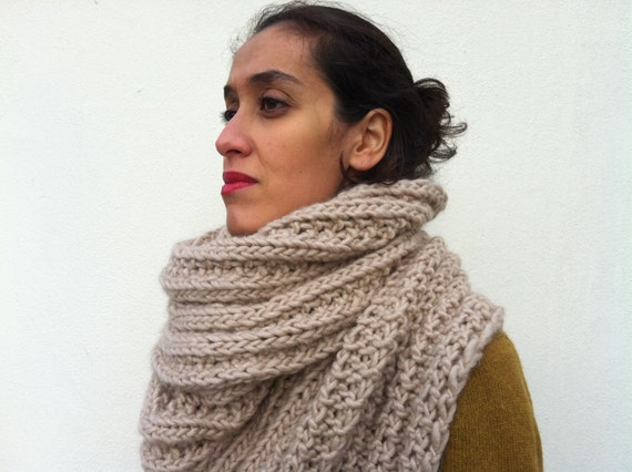 Chunky knitted Dusty Pink scarf /Estella/ Wool