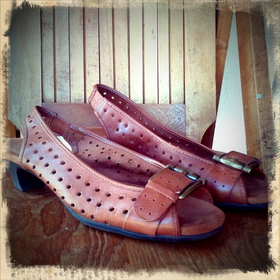 C L E A R A N C E  ///    WALK ON A CLOUD Leather Sandals 8.5
