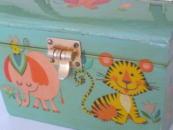 Vintage Purse Wooden Box Style-Cute Mod Animal Graphics-1960's NehiandZotz