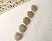 French Daisy Buttons, Set of Five Daisy Metal Buttons, Gold Coloured Metal Buttons, Buttons for Jewelery Making, Buttons for Jewelry