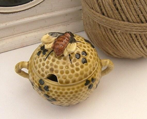 Vintage Honey Pot, Magolica Honey Pot, Meli, Farmhouse Country Kitchen, Honeycomb Pot with Ceramic Honey Bee.