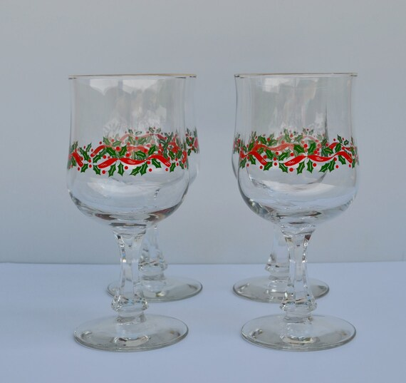 Christmas Tree Drinking Water: Vintage Christmas Wine Glasses With Holly Berries Vintage