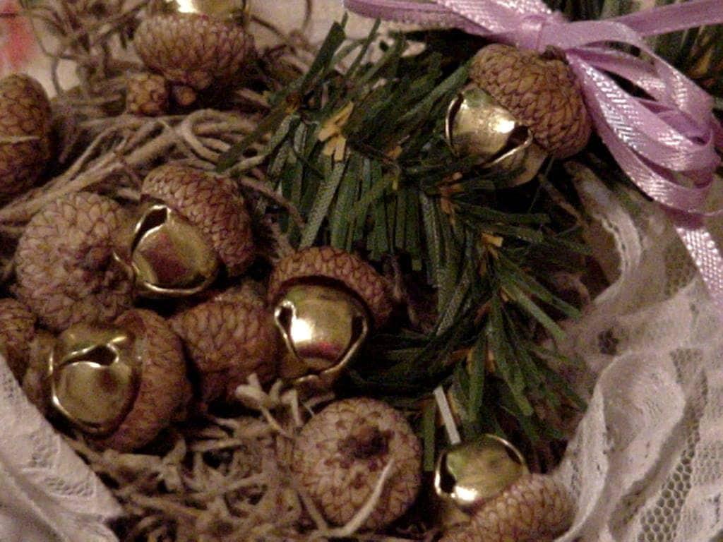 Acorn jingle bells autumn elegant rustic woodland wedding for Acorn decoration ideas