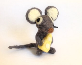 AdoraWools - Door Mouse with Cheese