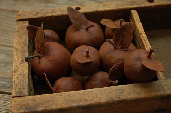 Set/9 Grungy Primitive Waxed/Cinnamon Apples w/ Leaf
