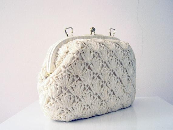 Vintage 50s Marsmallow White Crochet Swiss Straw Raffia Kiss Lock Purse Clutch