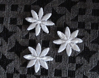 Venice lace appliqués In Daisy Design in White Color.