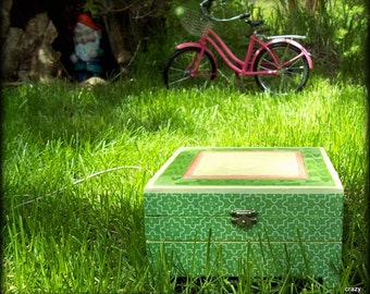 Garden inspired upcycle -lovely green trinket box