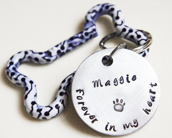Personalized Pet Memorial Keychain - Custom Hand Stamped  Aluminum Pet Loss Keychain with Bone-shaped Carabiner - Dog Cat Pet Lovers Gift