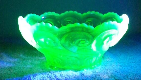 Antique Glassware Dugan Glass Repeating S Bowl Green Opalescent  Scalloped Rim Berry Bowl