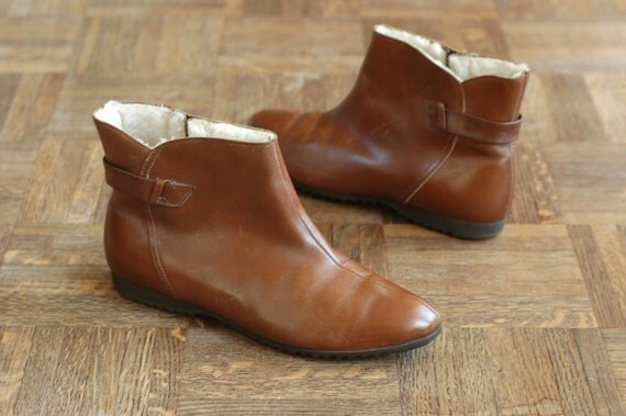 vintage 1970s boots / 70s brown leather ankle boots / size 8