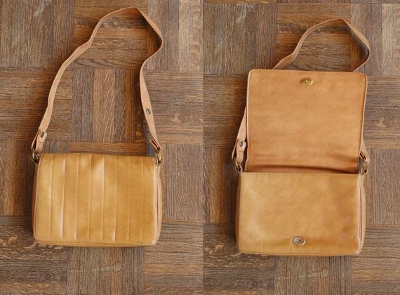 SALE / vintage brown leather purse