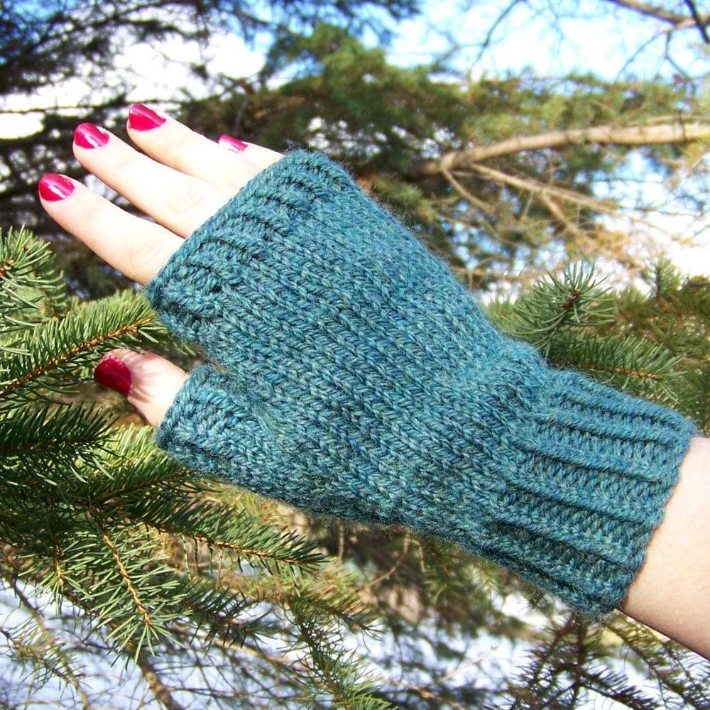 Knitting Fingerless Gloves : Fingerless gloves knitting pattern pdf knitted