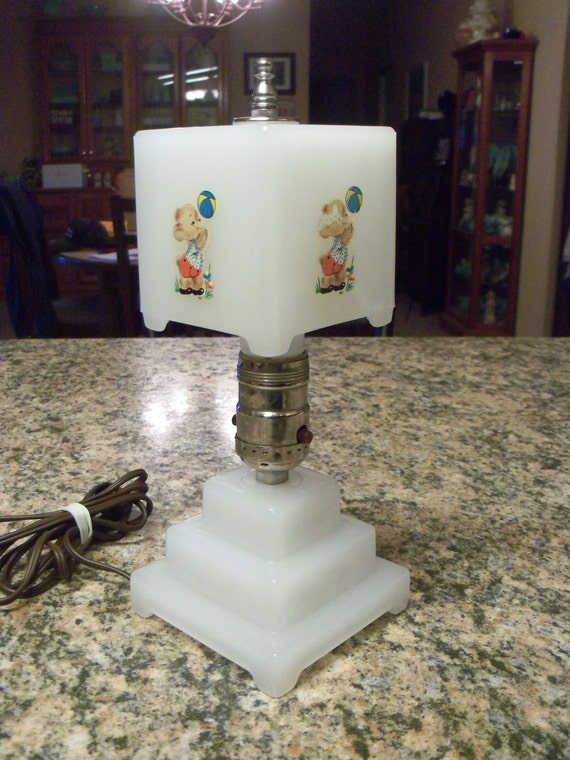 Vintage White Clambroth Glass Table Lamp w/Bear Decals