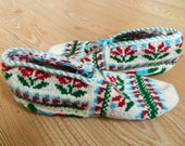 Turkish slipper socks - Red tulip flowers - Made to order
