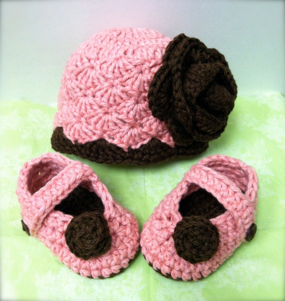 Reserved Listing for Laurie Yount / Organic hat with matching mary jane shoes / photo prop / Newborn