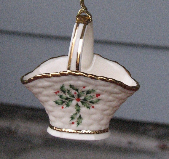 Lenox christmas ornament vintage holly and berries basket