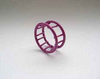 Cage ring, violet, size 6, simple wire ring pwdercoated in violet, SALE 75% OFF, handmade in Quebec, end of line, mega sale