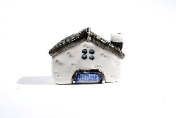 Handmade & painted miniature house No.5