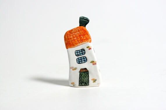 Handmade & painted miniature house No.106