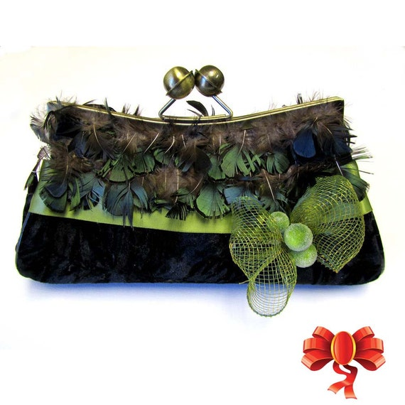 Inspiration By Beauty Of Contrast Modern Touches In: Green TouchVintage Inspired Velvetfeathers Evening