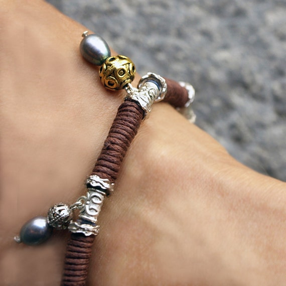 Tribal Queen, Natural Color Mix with Shiny Black-Purple Pearls, Brass and Metal Beads