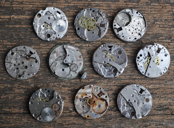 Lot of 10 vintage watch movements.