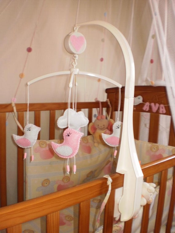 musical baby crib mobile pink and white birds with music. Black Bedroom Furniture Sets. Home Design Ideas