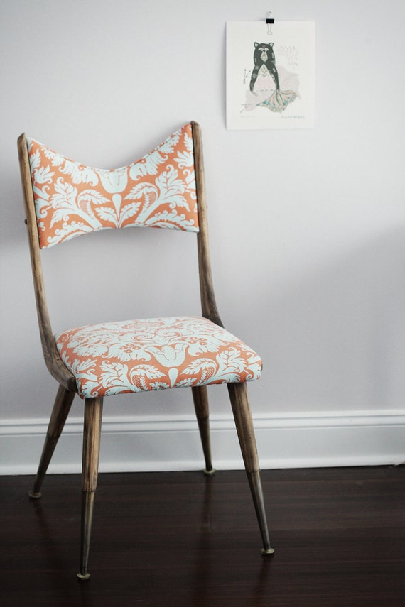 Pauline - Antique chair covered with cool fabric