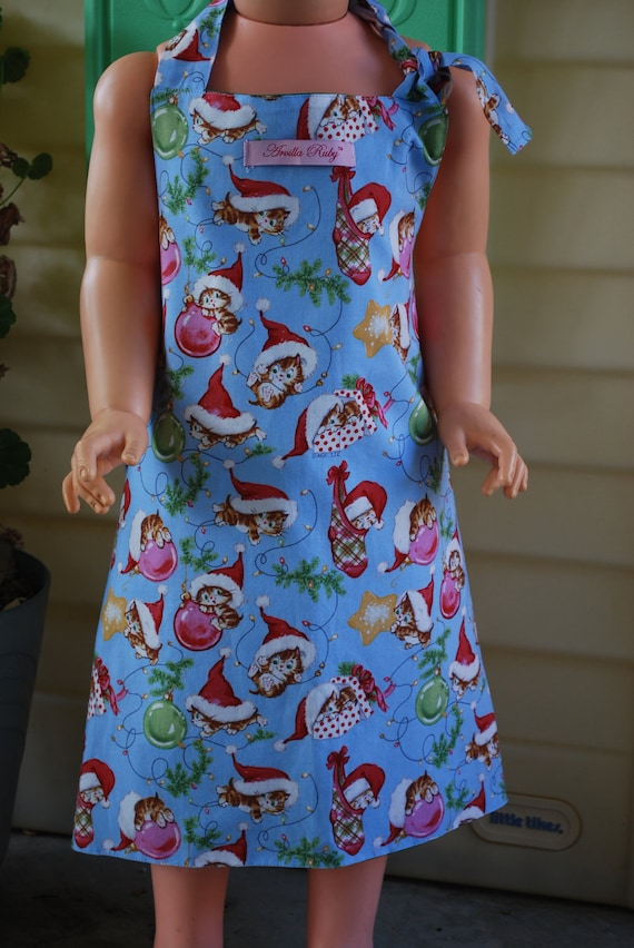 Unisex Childrens Full, Reversible,Cotton Christmas Kittens wearing Santa Hats Apron with Green backing