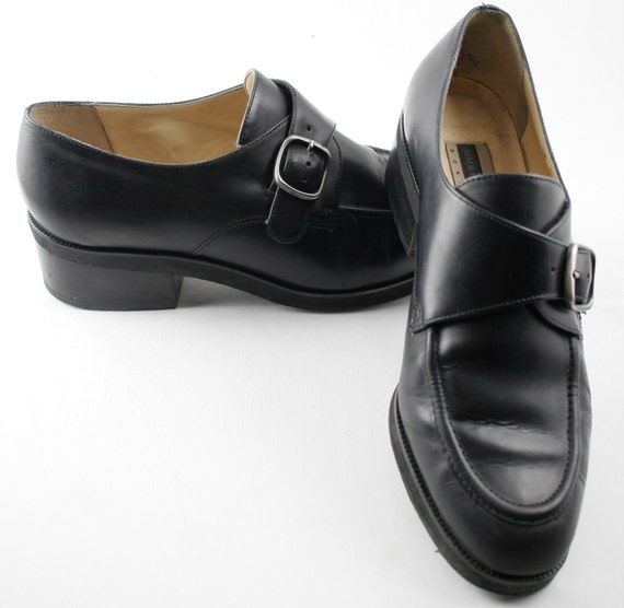 Great Pair of Vintage Hush Puppies Black Leather Loafers with a Buckle Size 7 1/2 W circa 1980s