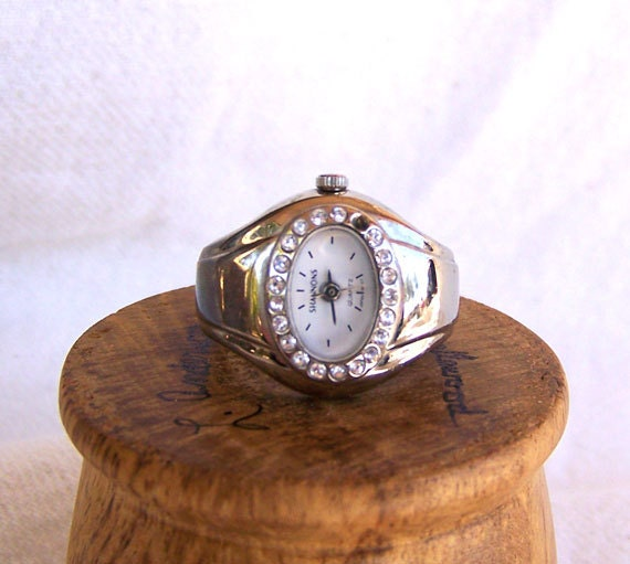 Finger watch ring chunky vintage face rhinestone frame expandable band quartz movement