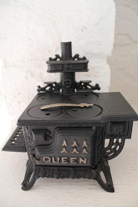 Miniture Cast Iron Queen Stove