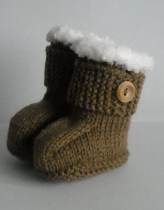 Hand knitted baby Ugg boots by Allrayescrafts on Etsy