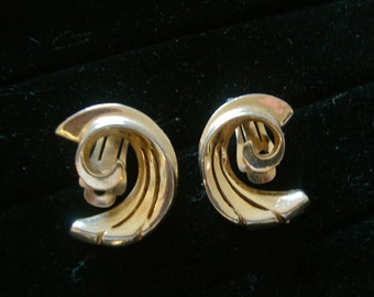 Reinad Vintage Earrings in Art Deco Scroll Motif Retro Jewelry  Gold Tone Fashion Accessories