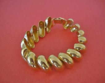 Napier Gold Link Bracelet Vintage Designer Fashion Summer Jewelry