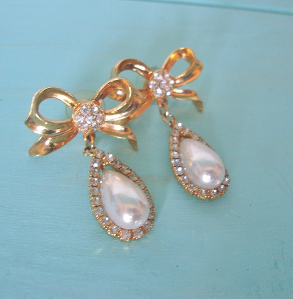 Vintage Baroque Pearl Brooch & Rhinestone Earrings