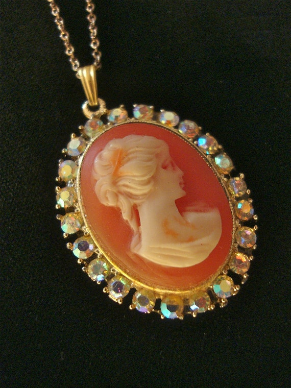 Rhinestone Cameo Pendant Necklace