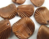 8 Vintage 24mm Plastic Glossy Brown Shell Pendants Pd123