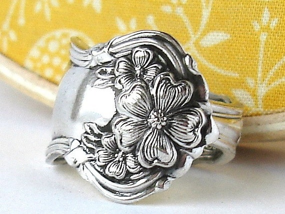 Antique Spoon Ring, size 7, Floral, Arbutus Pattern 1908