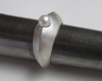 Silver Ring with a Pearl - Sculpted Hollow Ring
