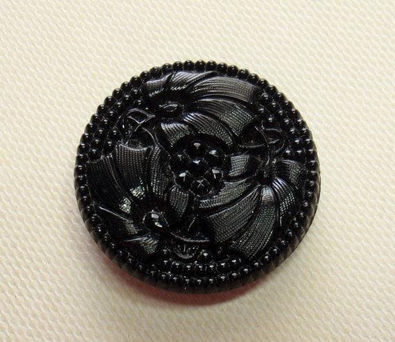 Ginkgo Leaf Button, 26 mm Black Glass, Vintage Button,   ab196