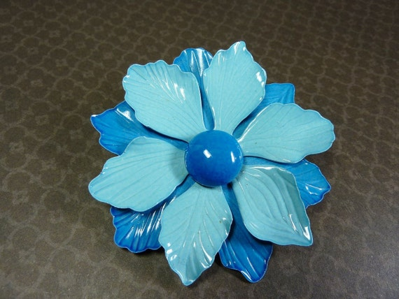 Vintage Metal Flower Pin