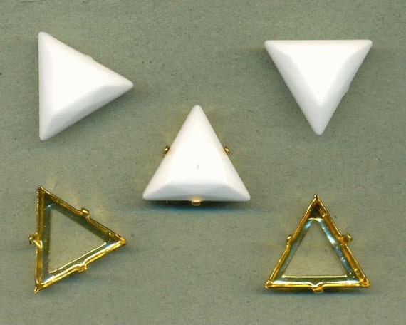 30 Sets 20mm Opaque White Acrylic Triangle Stones and Gold Sew-On Settings A050