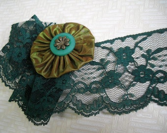 3 yards Beautiful - lace in dark green-