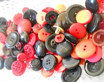 Beautiful lot of vintage buttons --  Lot v05- red- black
